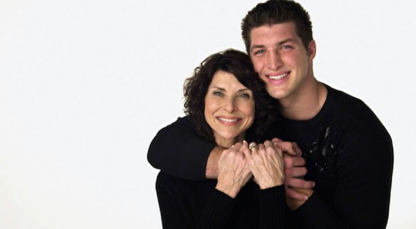 Tim Tebow with mom, Pam.
