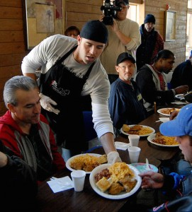 Frank White, Dayton Moore, David DeJesus, Kevin Uhlich and Royals staff serve Thanksgiving lunch at City Union Mission in 2014.