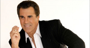 Carman returns to the stage after winning his battle with Cancer.