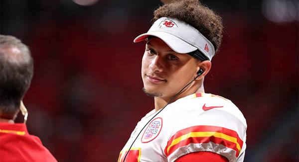 Chiefs quarterback Patrick Mahomes wins MVP and Offensive Player of the  Year from PFWA dce727c98